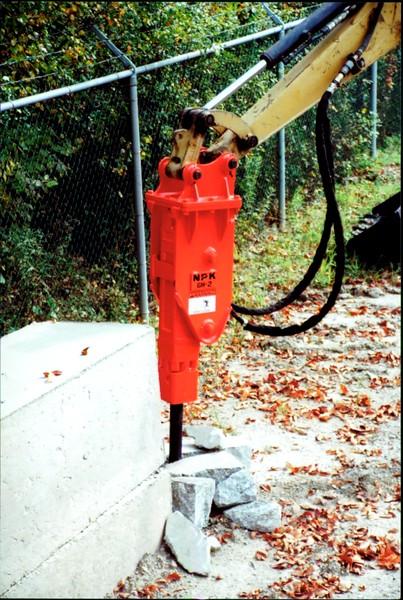 NPK GH2 hydraulic hammer on Cat mini excavator (2).JPG