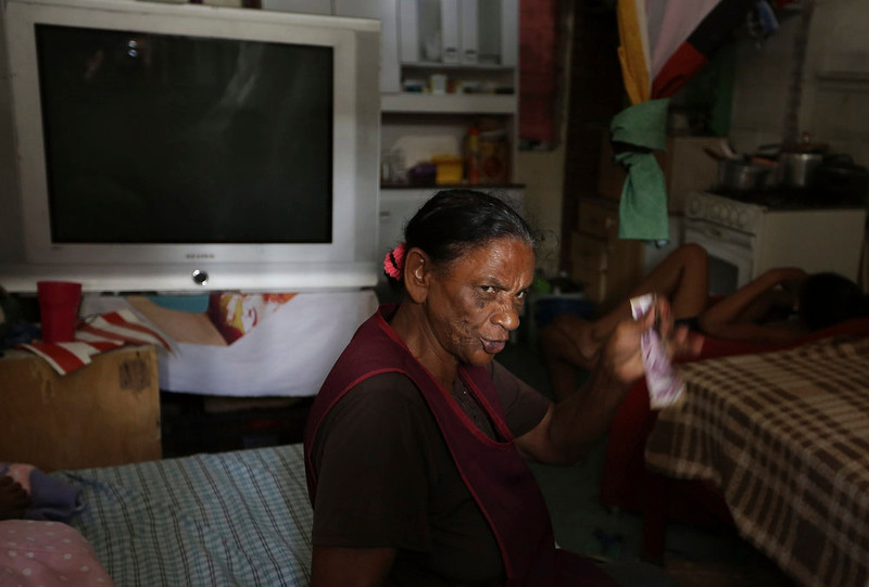 . A woman from Brazil\'s Movimento dos Sem-Teto (Roofless Movement) sits in her bed at an area that used to be a nursery and school in Sao Paulo March 10, 2013. More than 1,200 people from Brazil\'s roofless movement live in an explosion prone area that has been contaminated with methane since October 2012, local media reported. According to the Environmental Sanitation Technology Company in the State of Sao Paulo (CETESB) the soil and water from the groundwater are contaminated with methane. Picture taken March 10, 2013. REUTERS/Nacho Doce