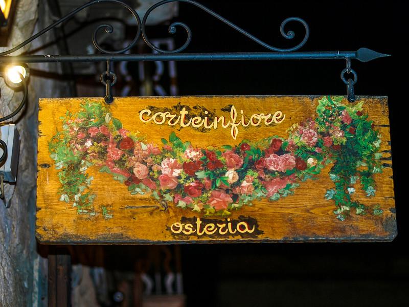 Night Walking in Trani... Corteinfiore Osteria