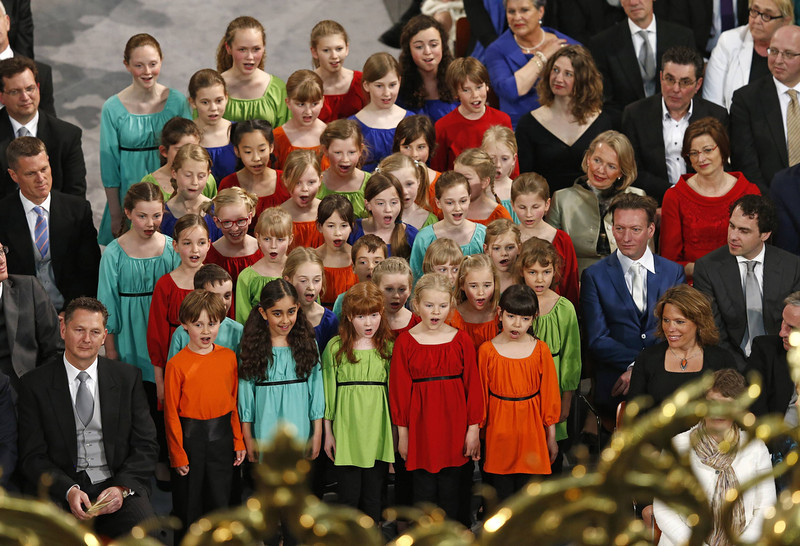 . Choir of childrens sing in the Nieuwe Kerk church of Amsterdam during the religious crowning cerminony April 30, 2013. The Netherlands is celebrating Queen\'s Day on Tuesday, which also marks the abdication of Queen Beatrix and the investiture of her eldest son Willem-Alexander.      REUTERS/Jasper Juinen/POOL