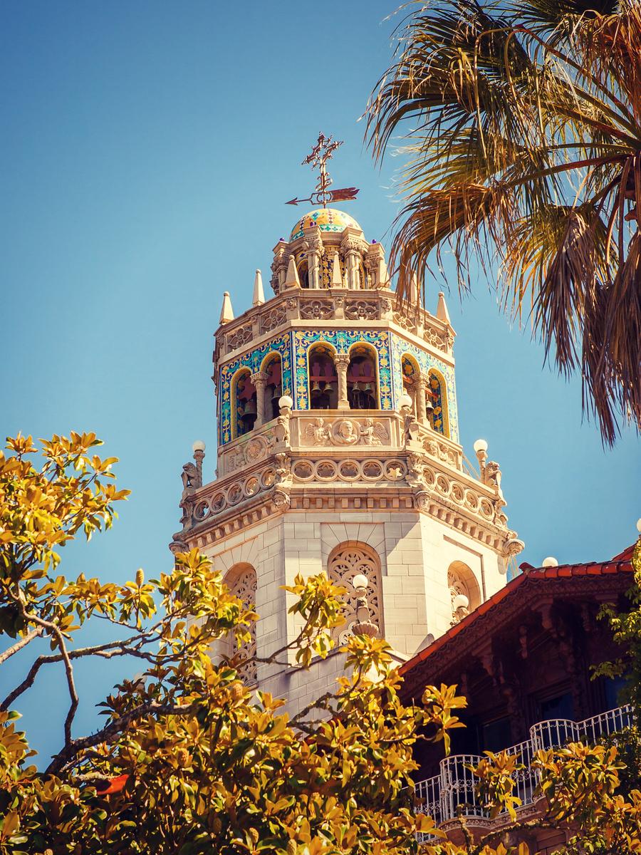 加州赫斯特城堡,双塔主建筑有特点