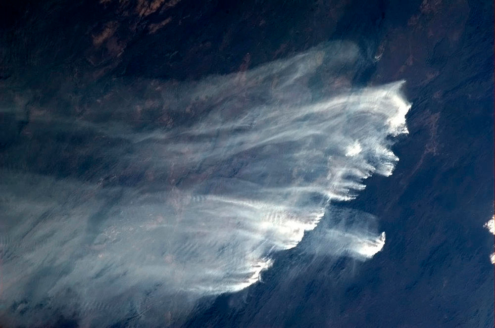 . Bush fires in Australia are pictured in this January 2, 2013 handout photo taken by Canadian astronaut Chris Hadfield aboard the International Space Station. Photo obtained by Reuters January 8, 2013. REUTERS/Chris Hadfield/NASA/Handout