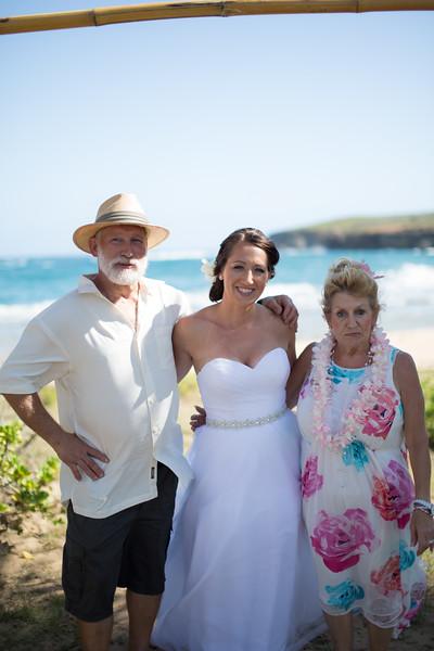 gillin beach kauai wedding-43.jpg