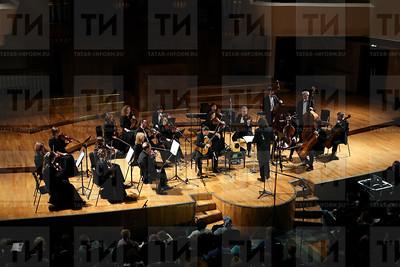 09.11.2017 - Программа оркестра La Primavera балалайка и гитара очень разные по нраву (Салават Камалетдинов)
