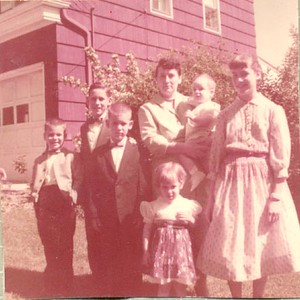 Mom Cerne and her 6 children - date?