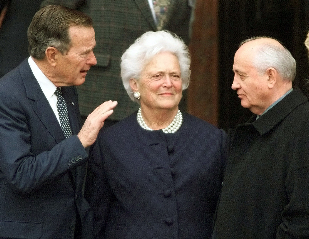 . Former U.S. President George Bush, left, chats with former Soviet leader Mikhail Gorbachev, right, as Barbara Bush looks on before Bush was awarded the honorary citizenship of Berlin on Monday, November 8, 1999. The city of Berlin is celebrating the 10th anniversary of the fall of the Berlin wall where Bush and Gorbachev played major roles. (AP Photo/Herbert Knosowski)