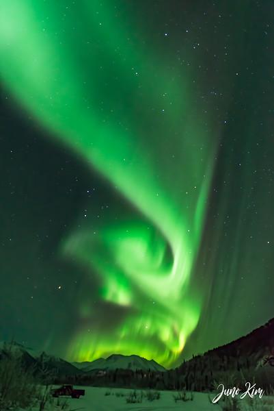 Nov20_Knik River Aurora__6105165-Edit-2-Juno Kim.jpg