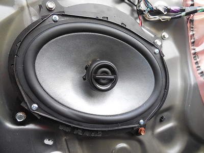 2010 Toyota Camry LE Front Door Speaker Installation - USA