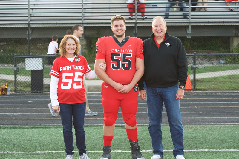 2018_09_28_FootballSeniorNight036.jpg