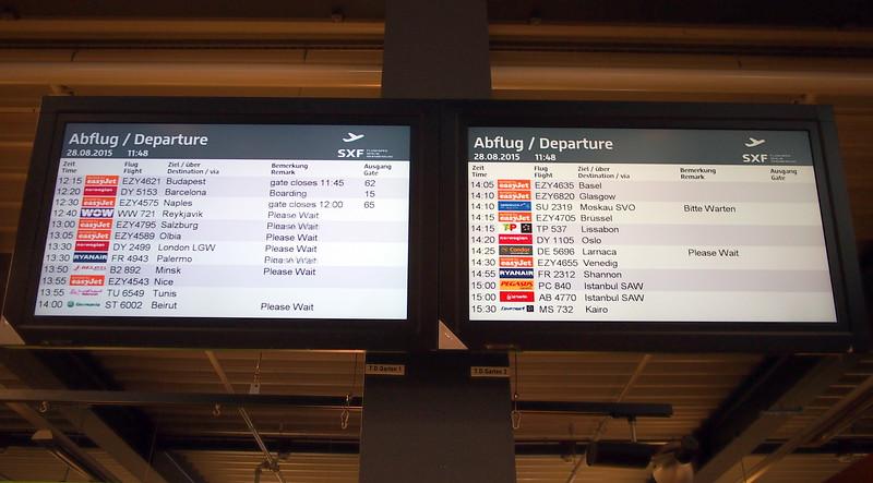 P8288126-departure-board.JPG