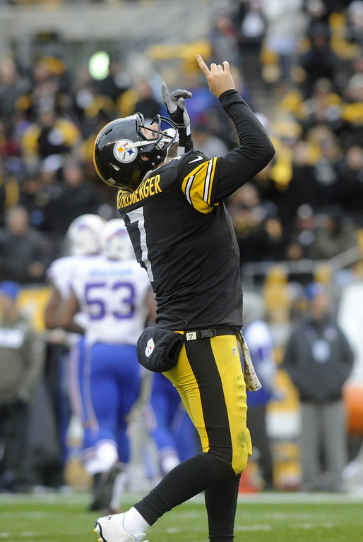 . Ben Roethlisberger #7 of the Pittsburgh Steelers celebrates after throwing a touchdown pass during the second quarter at Heinz Field on November 10, 2013 in Pittsburgh, Pennsylvania. (Photo by Vincent Pugliese/Getty Images)