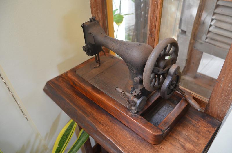 DSC_7006-amarelaresort-sewing-machine.JPG