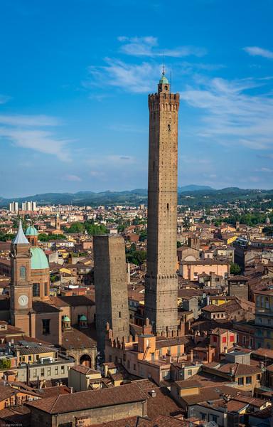 Torre Garisenda (48m) & Asinelli (97m)