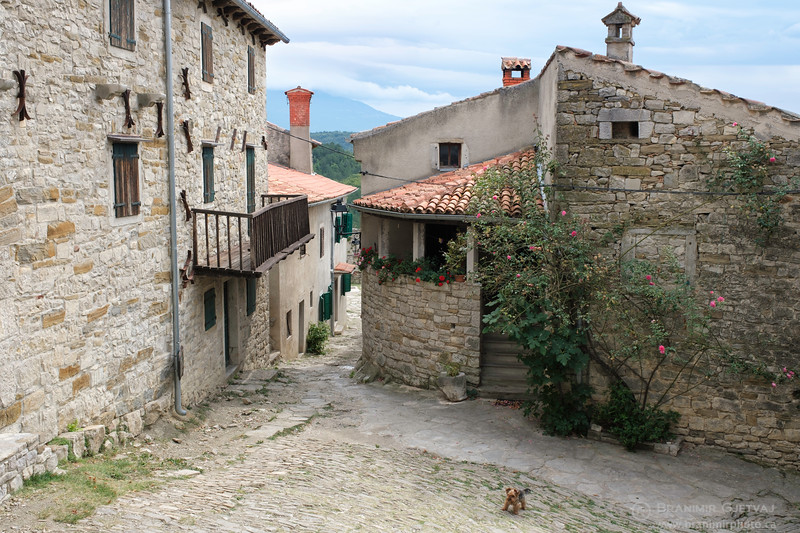 "Hum, ""the smallest town in the world"". Istria, Croatia"