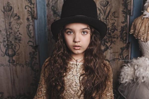 Alora Safari - Golden Royalty - Dani Geddes
