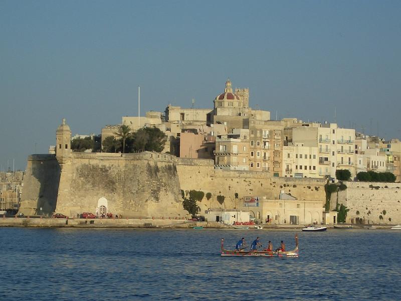 Malta Valletta 14 rowing.JPG