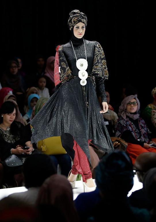. A model displays a creation of Indonesian  designer Najua Yanti during Indonesia Islamic Fashion Fair in Jakarta, Indonesia, Friday, May 31, 2013.  (AP Photo/Dita Alangkara)