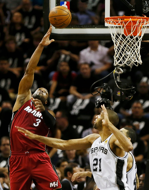 . Miami Heat\'s Dwyane Wade (L) shoots while being guarded by San Antonio Spurs\' Tim Duncan during the first quarter in Game 3 of their NBA Finals basketball playoff in San Antonio, Texas June 11, 2013. REUTERS/Lucy Nicholson