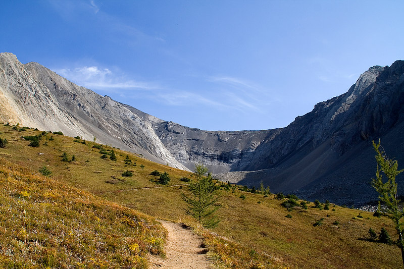 View of Ptarmigan Cirque from the hiking trail.