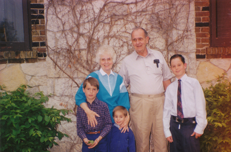 Ellis & Eileen Sullivan, Zach, Andrew & Jacob Hiller 1992.jpg