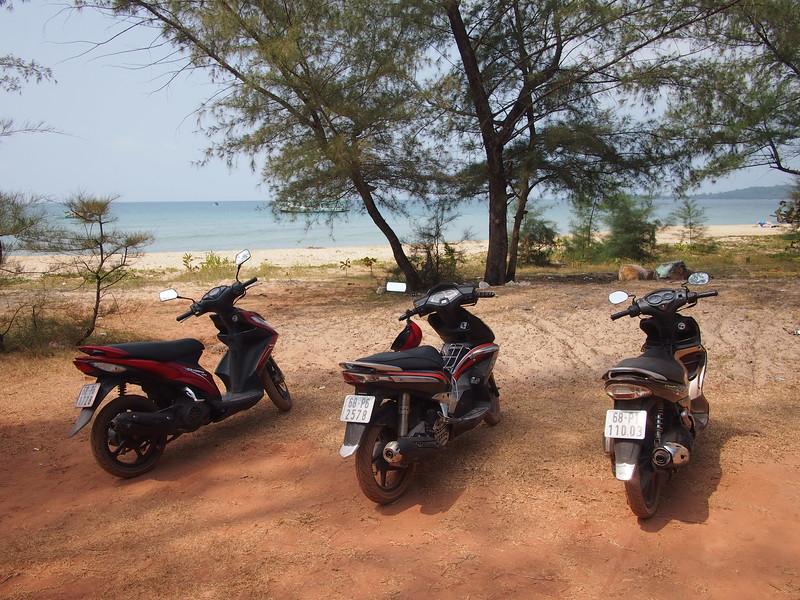 P1317276-bikes-at-the-beach.JPG