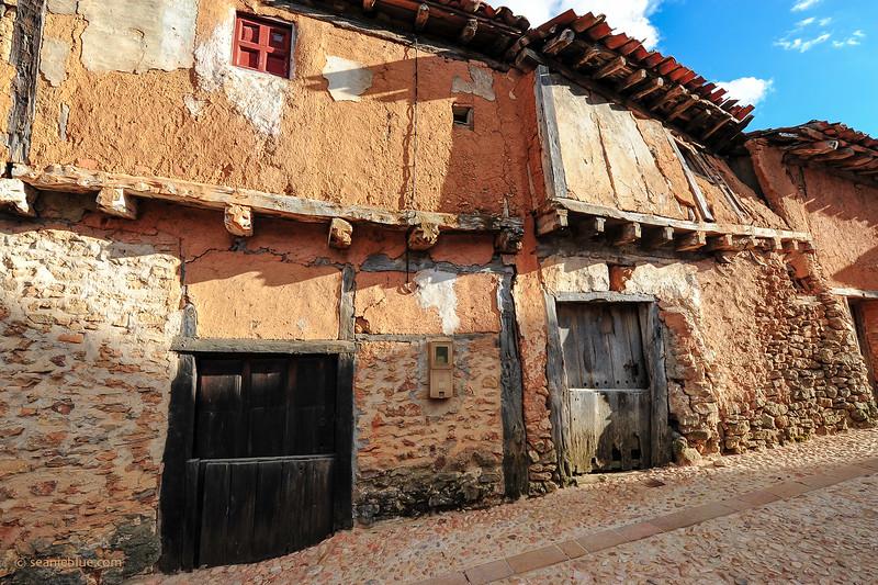 KCMB catalanazor village 2000-70-1203.jpg