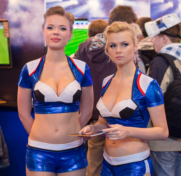 PES girls at Igromir 2013