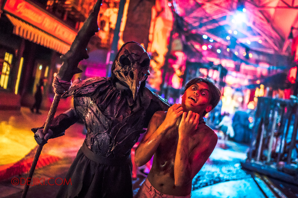 Halloween Horror Nights 7 - Pilgrimage of Sin / Cruelty Ron grab