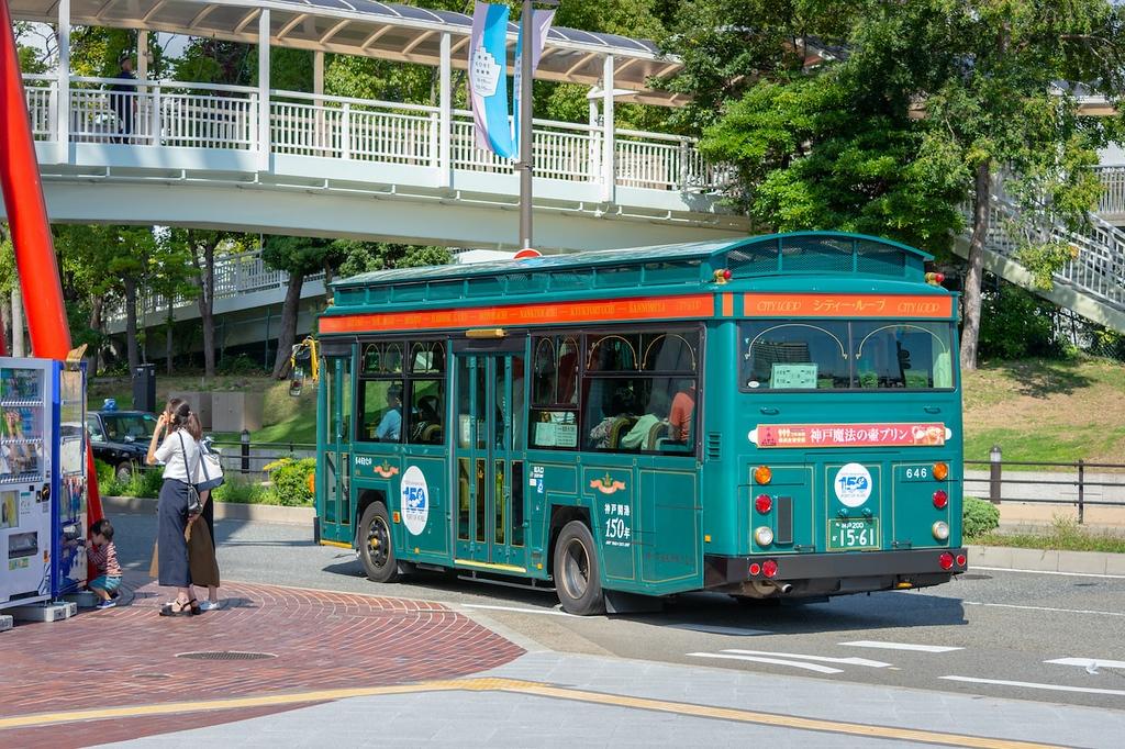 Kobe City Loop Bus. Editorial credit: Mirko Kuzmanovic / Shutterstock.com