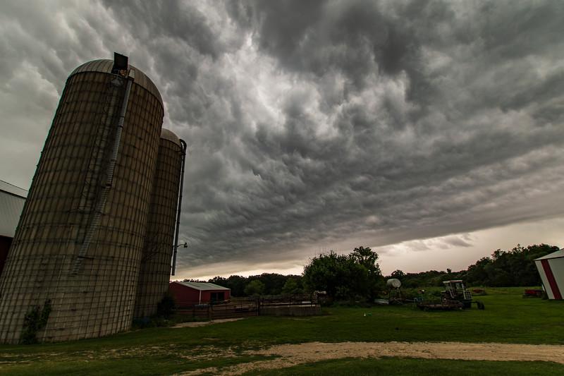 OsingaFarm-ThunderstormAriving2.jpg