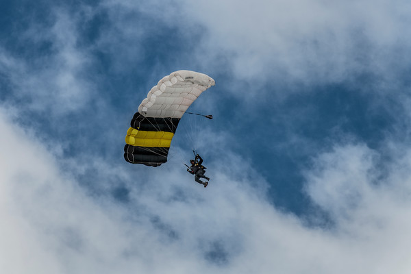 "Unites States Army Parachute Team ""Golden Knights"""