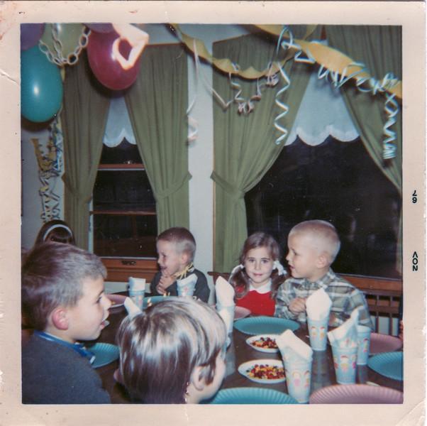 1967-11-08 michelle birthday party urbandal de pere wi