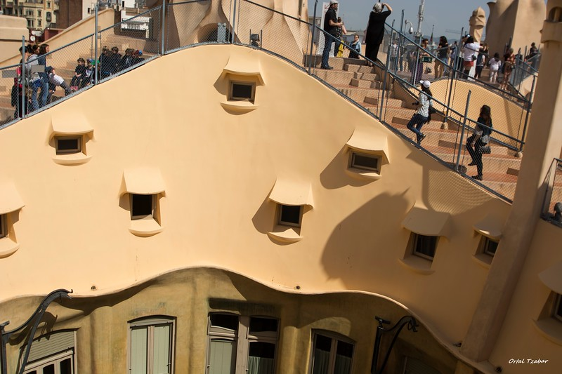 קאזה מילה גג המבנה.jpg