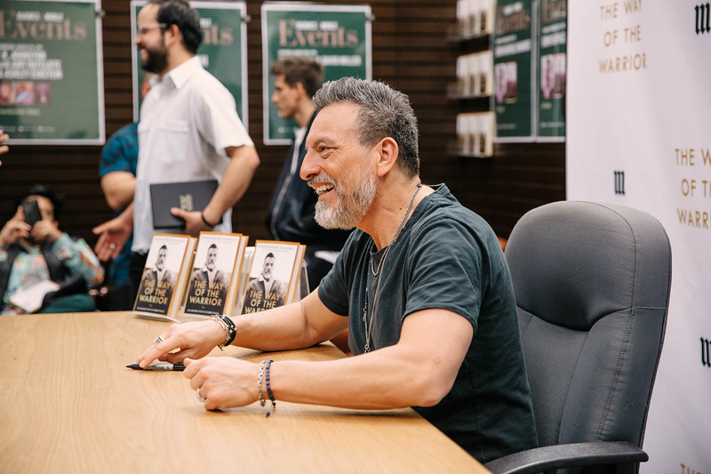 2019_2_28_TWOTW_BookSigning_SP_270.jpg
