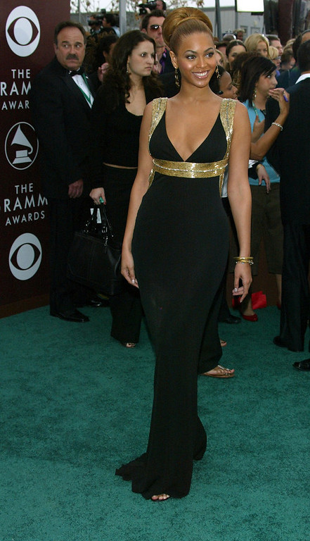 . Singer Beyonce Knowles arrives to the 47th Annual Grammy Awards at the Staples Center on February 13, 2005 in Los Angeles, California.  (Photo by Kevin Winter/Getty Images)