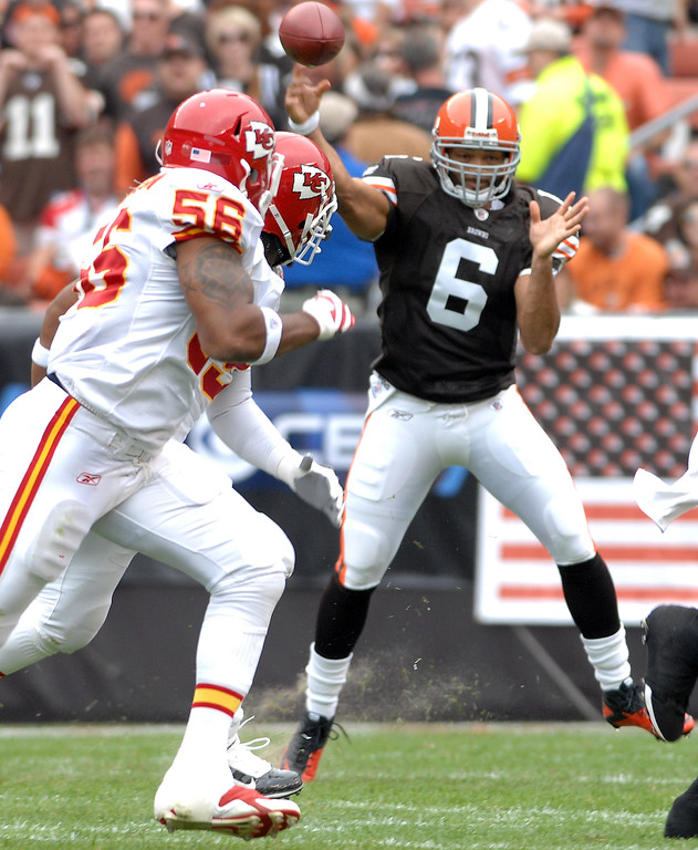 . News-Herald file Browns quarterback Seneca Wallace completed 16 of 31 passes for 229 yards and one touchdown Sunday against the Chiefs at Cleveland Browns Stadium, but he blamed the 16-14 loss on an interception that was returned by Kansas City for a touchdown.
