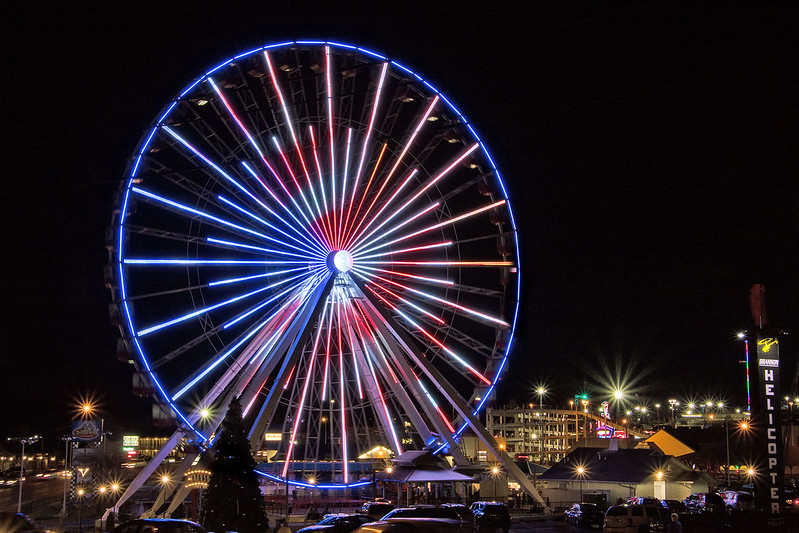 DA054,DT,Ferris Wheel Lights Up Night in Branson,Mo.jpg