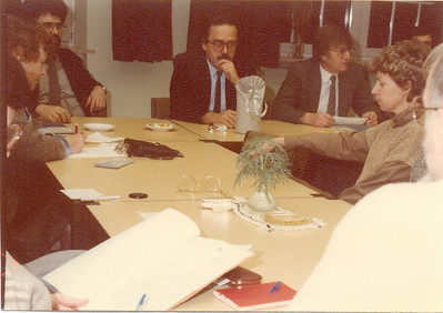 Bürgermeister F.-H. Lutz im Lehrerzimmer 1985