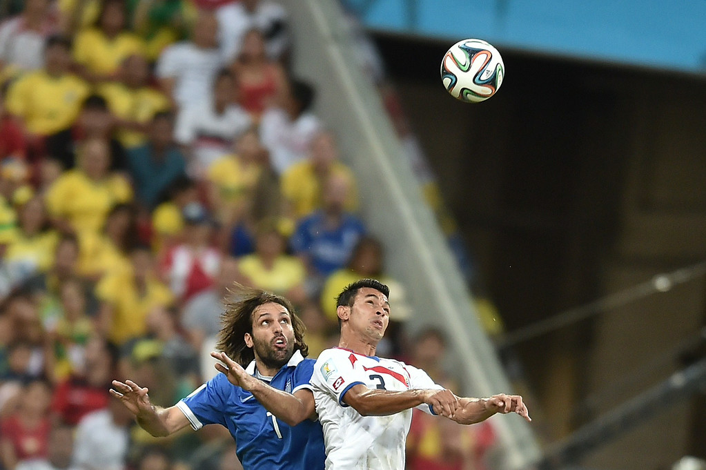 . Greece\'s forward Georgios Samaras (L) vies with Costa Rica\'s defender Giancarlo Gonzalez during a Round of 16 football match between Costa Rica and Greece at Pernambuco Arena in Recife during the 2014 FIFA World Cup on June 29, 2014.  AFP PHOTO / ARIS MESSINIS