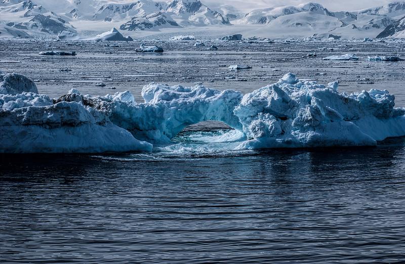 crossing antarctic circle 76-Edit.JPG