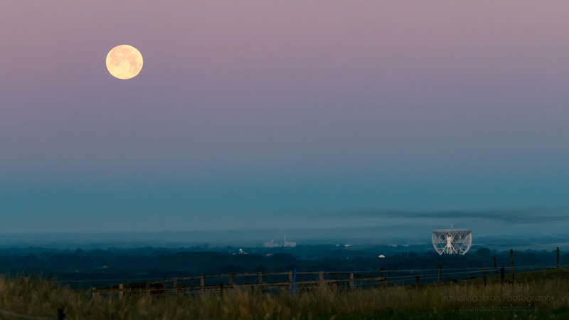 Full Moon Setting over Jodrell Bank - commercial use requires licence www.travellingsimon.com-33.jpg