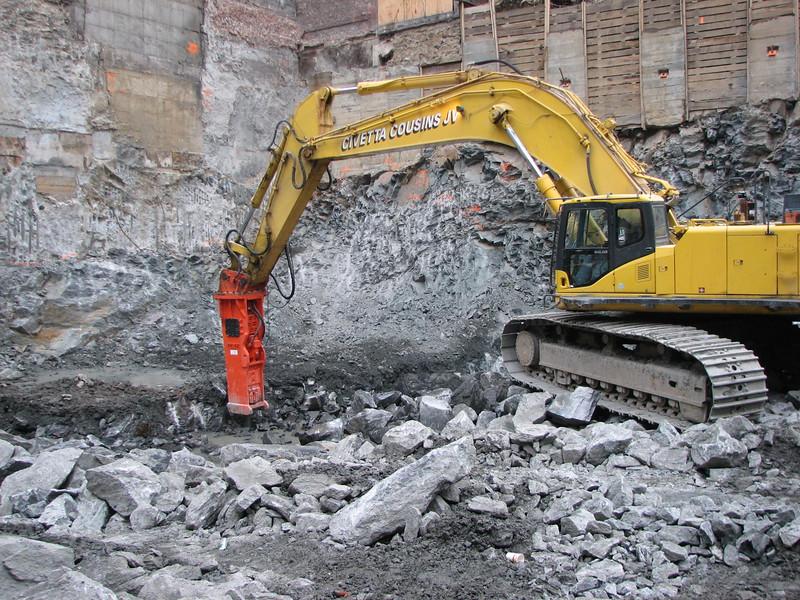 NPK GH40 hydraulic hammer on Komatsu excavator (2).JPG