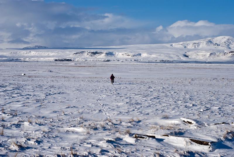 Eilífur leitar að flugbrautinni Eilífur searched for the runway