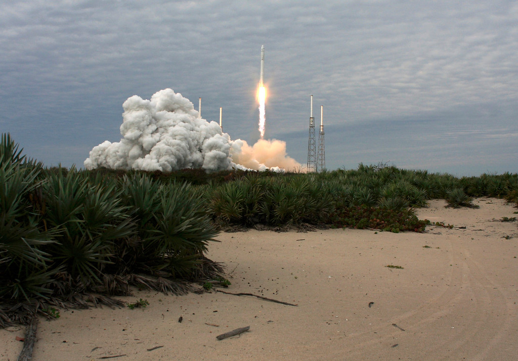 . The SpaceX Falcon 9 rocket with the Dragon capsule, lifts off from the Cape Canveral Air Force Station on a second resupply mission to the International Space Station in Cape Canaveral, Florida March 1, 2013. REUTERS/Scott Audette