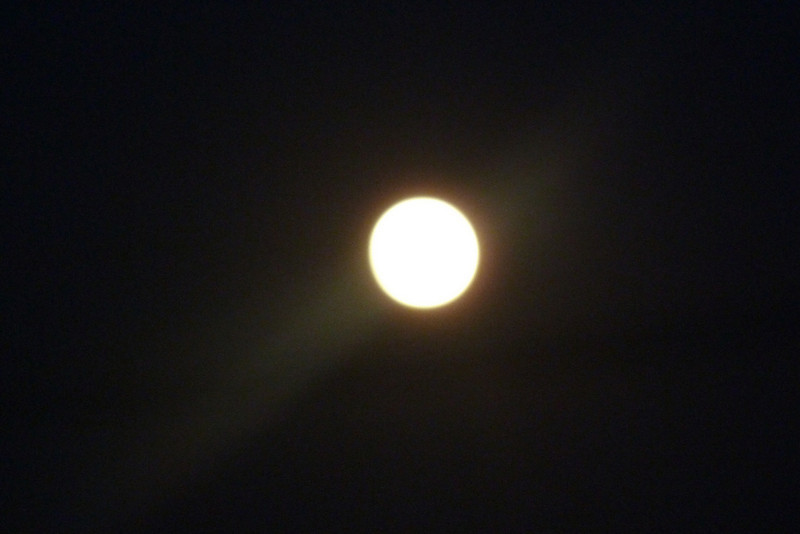 Full moon with glow.jpg