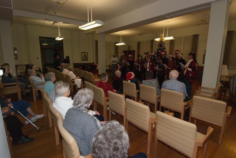 2016-12-14-Community-Christmas-Caroling_005.jpg
