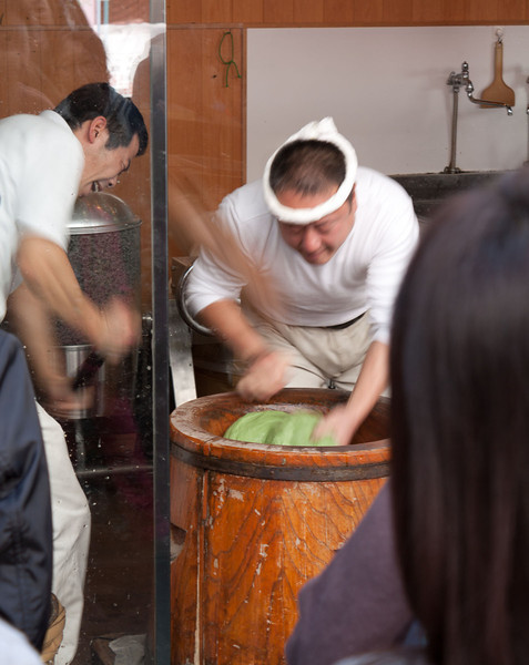 Pounding mochi with a kine (wooden mallet) in a Nara marketplace.