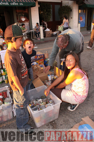 1.18.09  Fill the Food Bank.  Feed the Beach.  Venice For Change.  Alex  Rose.  Bill Rosendahl. Fruit Gallery. Phtoos by Venice Paparazzi (70).JPG