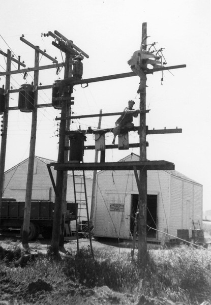 ARE020.  Electric workers at Arthur Farmers Elevator constru.jpg