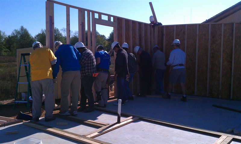 2011-11-05 Second Wall going up (Medium).jpg